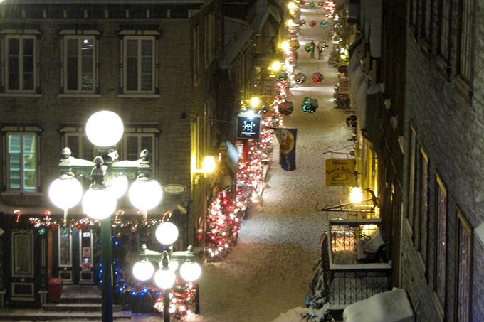 quebec-night-street