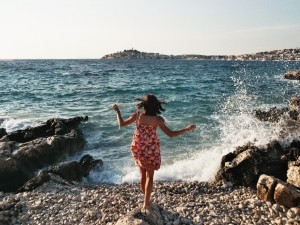 7 Crucial Tips Every Solo Female Traveler Should Follow