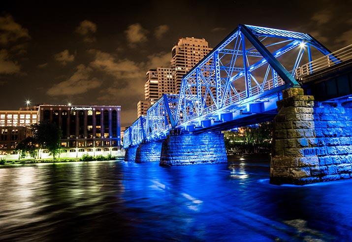 Photo of a suspension bridge in Grand Rapids, Michigan, at night.