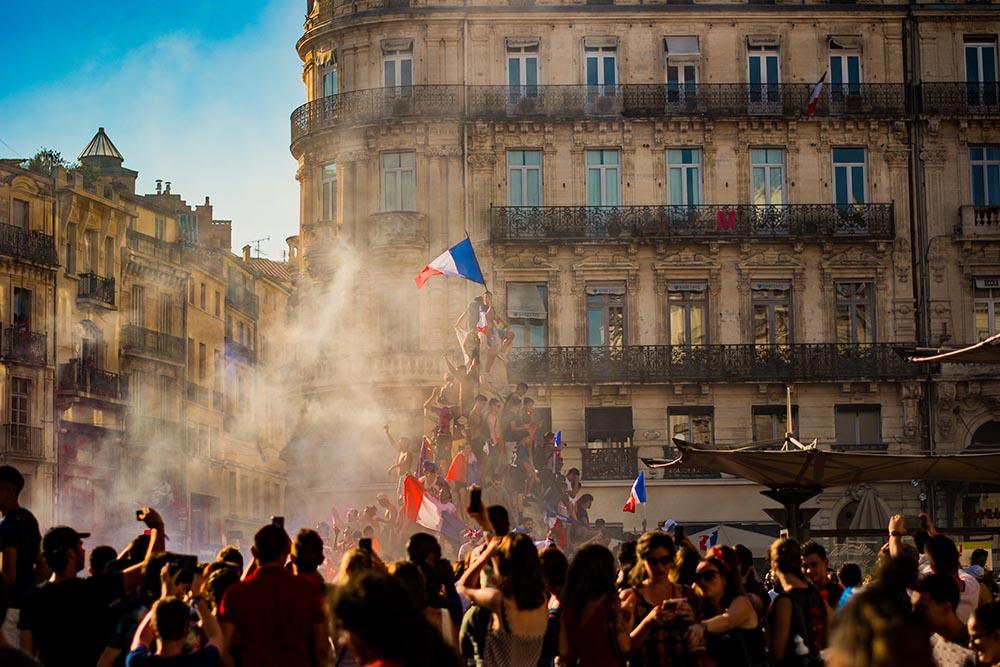 Photo of a crowd in the Place de la Comédie in Montpellier.