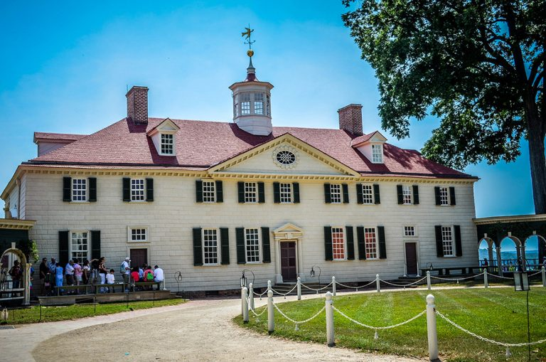 Photo of George Washington's house at Mt. Vernon.