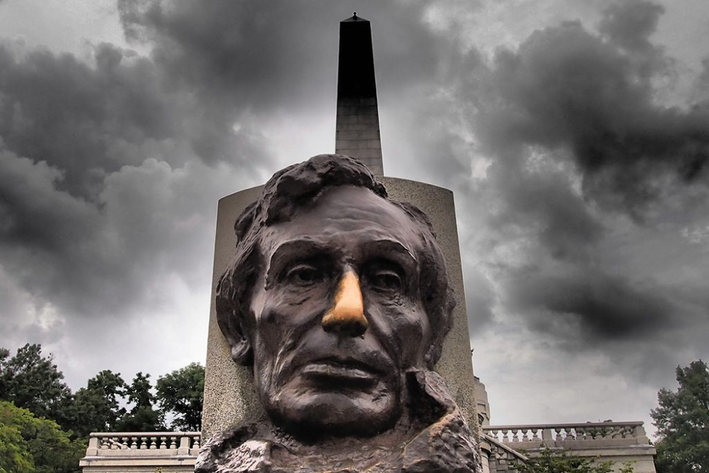 Photo of Abraham Lincoln's grave in Springfield, IL.