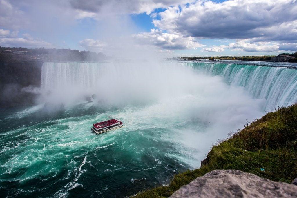 The Maid of Mist approaches Niagara Falls